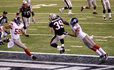 Danny Woodhead (39) hauled in this 4-yard pass for the Patriots' only touchdown of the first half.